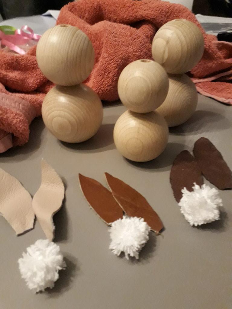 Haasjes van houten kralen