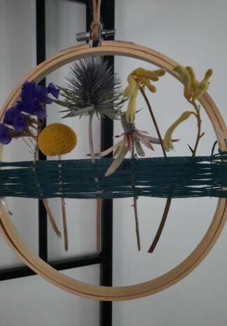 droogbloemenhanger van borduurring