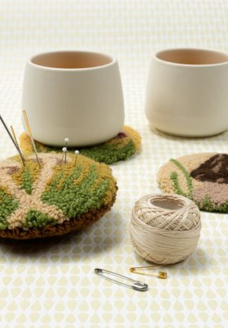 Gepunchte speldenkussen met paddenstoel