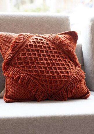 Terracotta kleurig gehaakt kussen